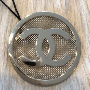 BNWT Authentic Chanel gold mesh brooch 2017